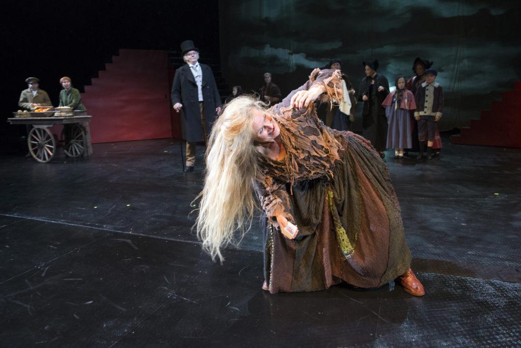 Huppa-Leena on yllättäen tässä Wacklin-sovituksessa sivuosassa. Annina Rokka on roolissa ihastuttava. Annina Rokka on kaikissa rooleissa ihastuttava.